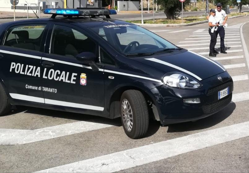 auto-polizia-locale-Taranto